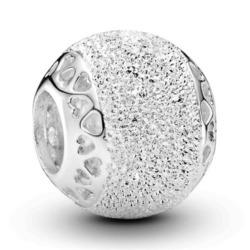 Charm aus Sterlingsilber, diamantiert mit Herzen