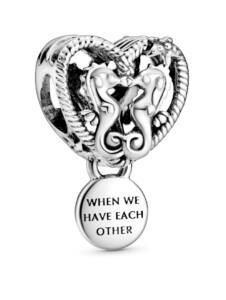 Charm – Offen gearbeitetes Seepferdchen und Herz – Pandora Silberfarben