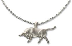 Kurt Arentz: Collier 'Angreifender Stier', Version Silber, Collier, Skulptur, Schmuck