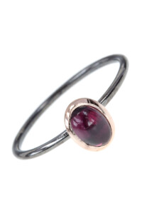 TWO TONE Granat Stacking Ring